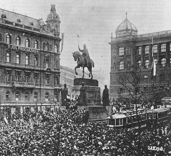 Manifestácia na Václavskom námestí pri príležitosti vzniku Česko-Slovenska 28. októbra 1918