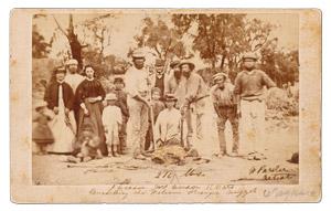Zlatý nuget našli dvaja britskí zlatokopovia John Deason a Richard Oates