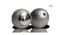 Strieborná minca v tvare Mesiaca s pravým mesačným kameňom a veľmi nízkou limitáciou