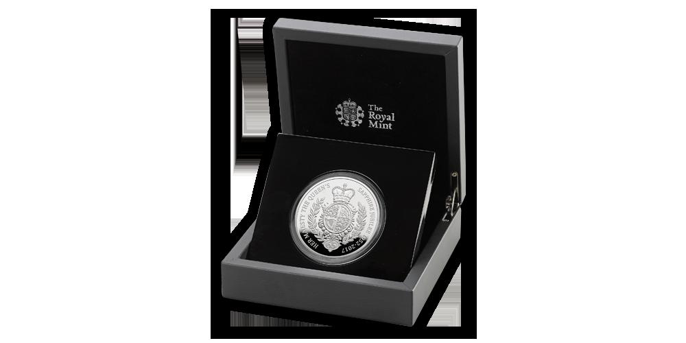 5 uncí striebra na minci oslavujúcej 65 rokov vlády